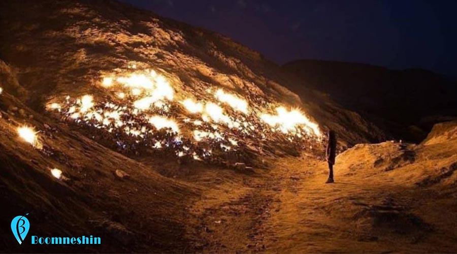 کوه سوخته امیدیهبه دلیل شکل و شمایل ظاهری و آثار و شواهد هیدروکربوری در سطح زمین یک اثر ژئوتوریسمی ارزشمند و گرانبهای زمینشناسی است که نه تنها برای زمینشناسان، بلکه برای همه علاقهمندان به طبیعت جذاب و دیدنی است. تشکوه؛ کوه همیشه سوزان در خوزستان