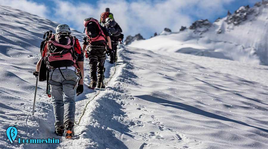 """قله ی کول جنو جایی عالی برای صخره نوردی قله کول جنو را می توان شرقی ترین قله خط الرأس اشترانکوه یاد کرد . این قله را فنی ترین قله ایران می نامند. وجه تسمیه کول جنو را به چند صورت شنیده ایم و وجه تسمیه ای که کوهنوردان بومی منطقه از آن می گویند این است که کول جنو را به """"سایه جن ها"""" معنی می کنند ؛ می گویند در قدیم بهمن های سهمگینی از این کوه سرازیر می شده که باعث به وجود آمدن صداهای هولناک و خشن در منطقه میشده است و به همین دلیل نام این کوه را کول جنو گذاشته اند."""