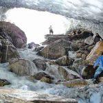 تونل برفی ازنا، لرستان؛ هیجان برف بازی در بهار و تابستان