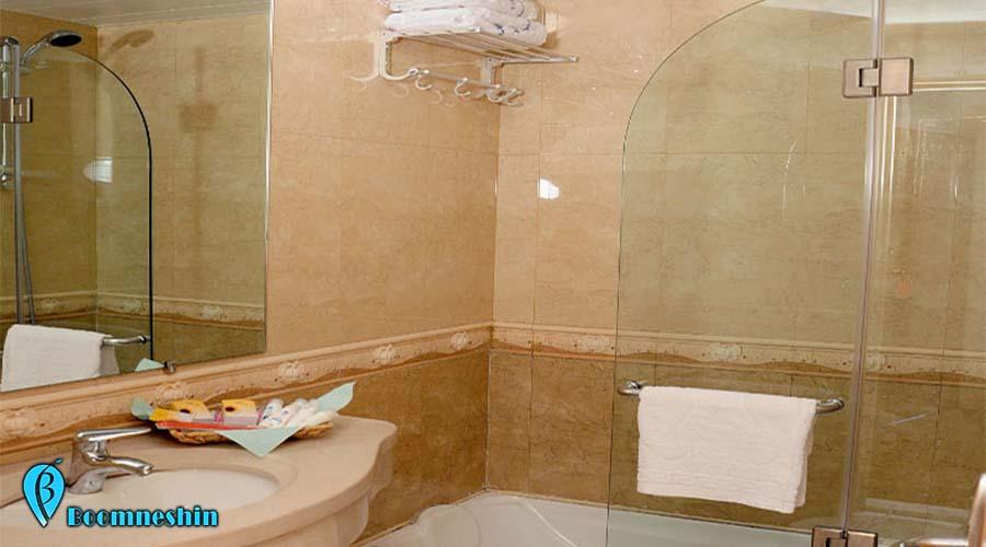 هتل سفیر اصفهان، هتلی نزدیک میدان نقش جهان