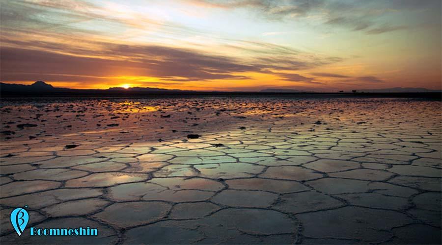 دریاچه نمک خور، آینه ای از آسمان در دل کویر اصفهان